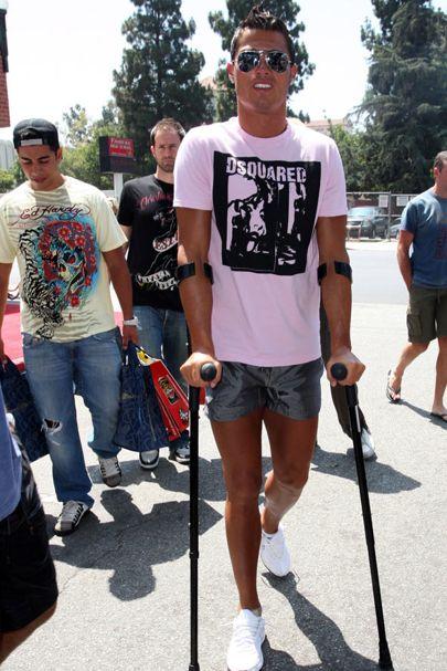 ไม้ค้ำยันท่อนแขน ข้อศอก ปลายแขน Forearm crutches ร้านขายสินค้า อุปกรณ์ผู้สูงอายุ ไม้เท้าพับได้ เก้าอี้ ราวกันตกเตียง ราวพยุงตัว รถเข็นพยุงเดิน รถเข็นช่วยเดิน จัวทุบกระจกรถยนต์ ผู้ป่วย เข้าเฝือก ขาหัก น้ำหนักมาก ร้านขายราคาถูก