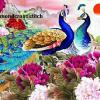 นกยูงในสวนดอกโบตั๋นสีม่วง