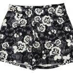 กางเกงขาสั้นเอวสูงผ้าฮานาโกะลายดอกขาวพื้นดำ กระเป๋าขวาซิปซ้าย Size S M L XL