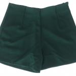 กางเกงขาสั้นเอวสูงขอบเรียบผ้าฮานาโกะ ซิปซ้าย กระเป๋าขวา สีเขียวเข้ม Size S M L XL