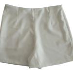 กางเกงขาสั้นเอวสูงขอบเรียบผ้าฮานาโกะ ซิปซ้าย กระเป๋าขวา สีขาว Size S M L XL