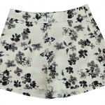 กางเกงขาสั้นเอวสูงผ้าฮานาโกะลายดอกดำพื้นขาว กระเป๋าขวาซิปซ้าย Size S M L XL